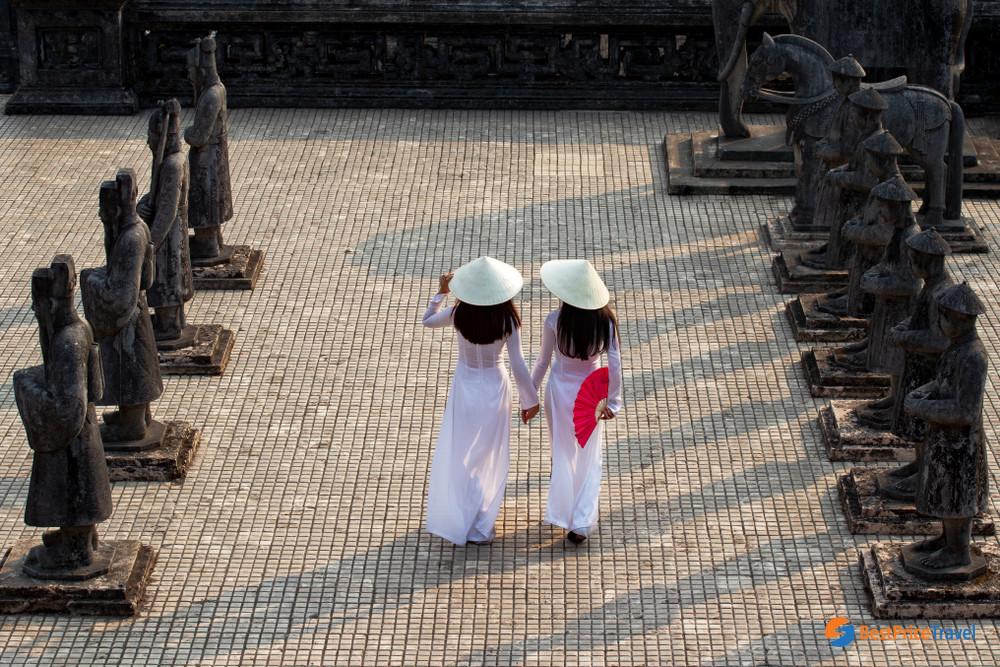 Hue Traditional Costume