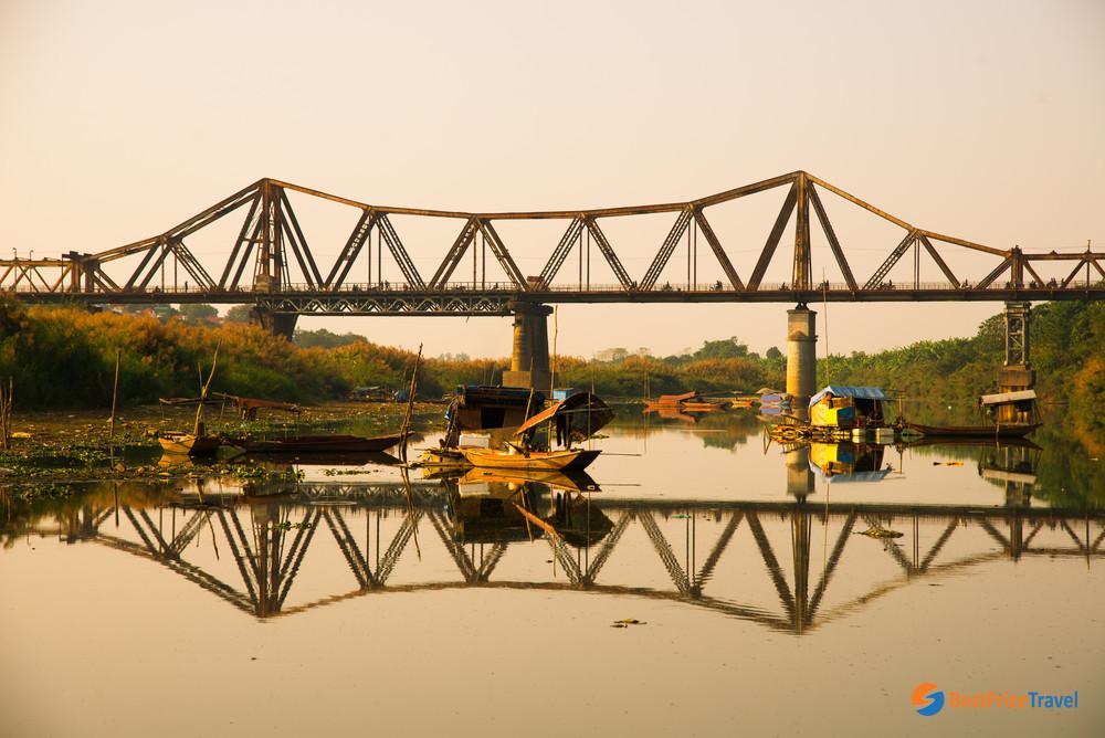 Local life nearby Long Bien Bridge