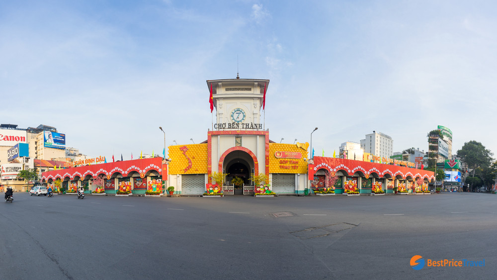 Ben Thanh market from outside