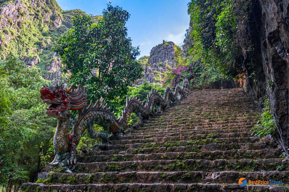 Main Step to Mua Cave
