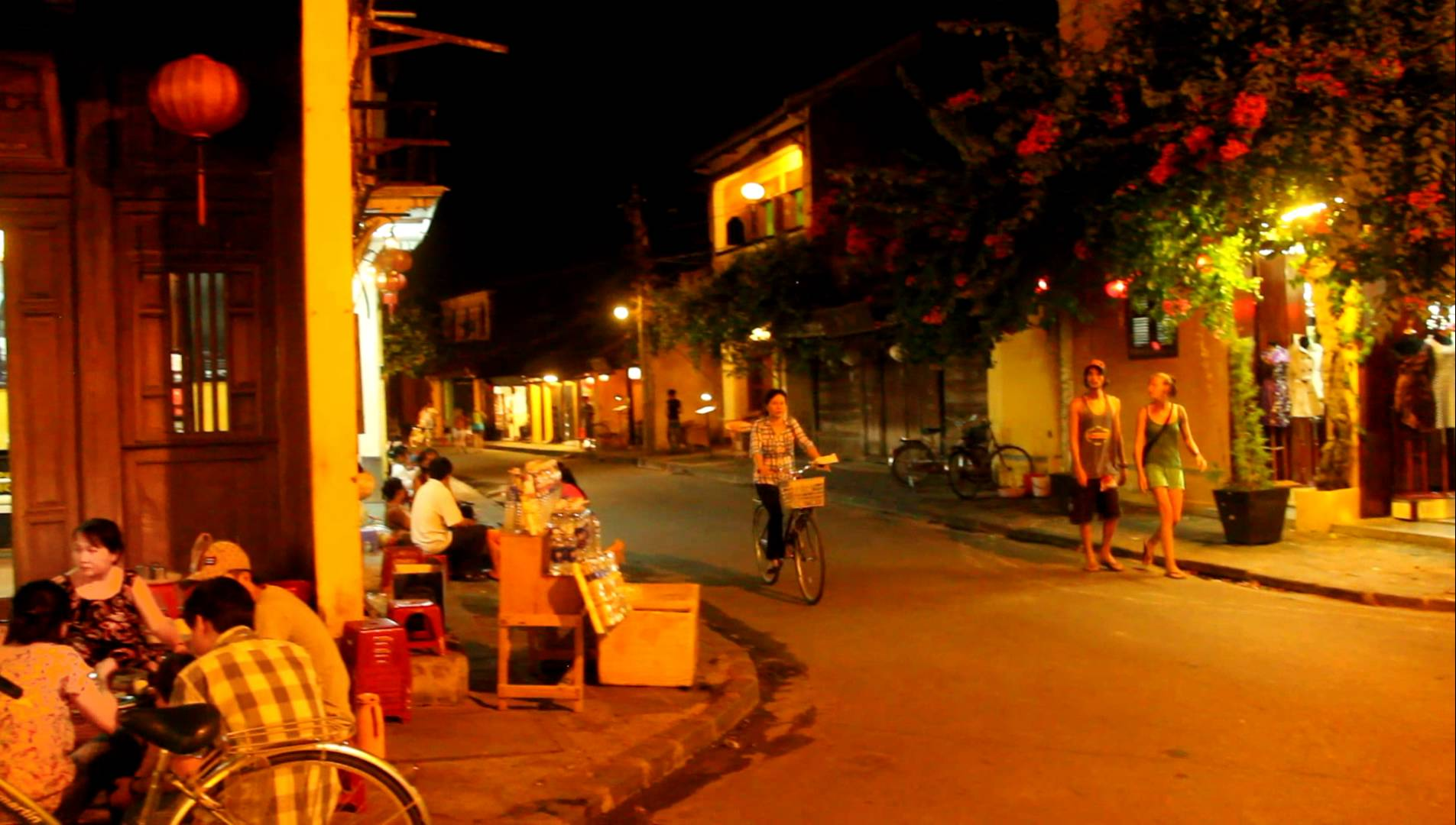 Hoi An is safe at night
