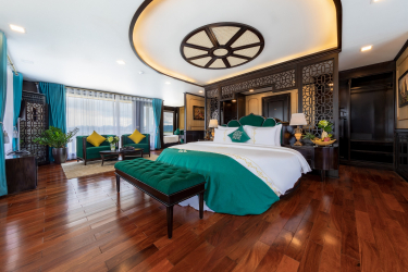 Queen Regent Suite