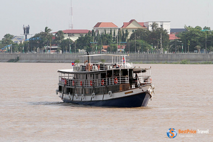 Toum Tiou I Cruise Halong Bay