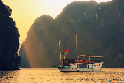 L'Azalee Private Cruise Halong Bay