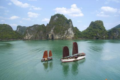 Nang Tien Day Cruise Halong Bay