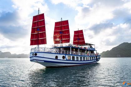 Amazing Sails Halong Bay