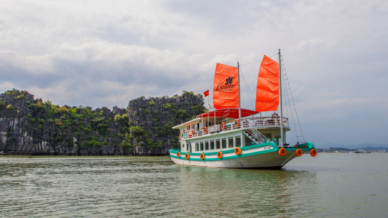 L'Azalee Day Cruise Halong Bay