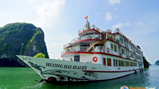 Sealife Cruise - No 11  Bai Tu Long Bay Cruises