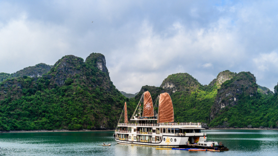 Azalea Cruise - No 13 Halong Bay Family Cruises