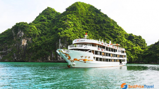 Starlight Cruise - No 10  Bai Tu Long Bay Cruises