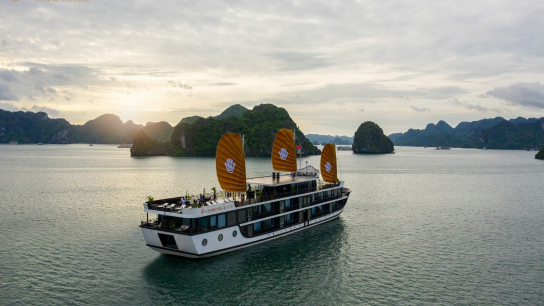 Genesis Regal Cruise - No 10  Lan Ha Bay Cruises