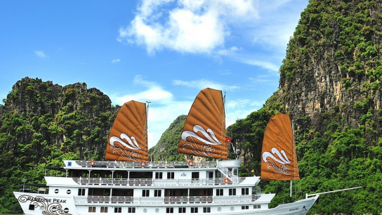 Paradise Peak Cruise - No 5 Halong Bay Small Boat Cruises