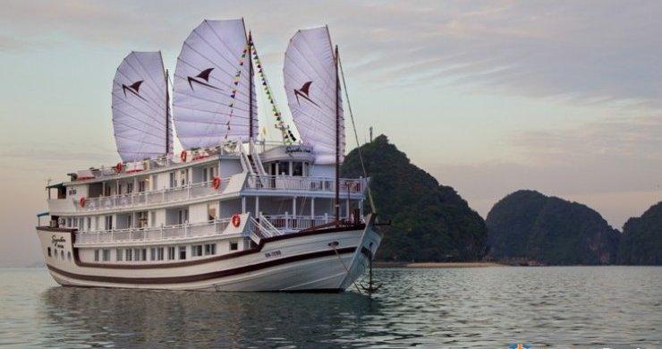 Signature Royal Cruise Halong Bay