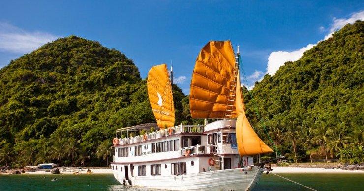 Phoenix Cruise on Halong Bay