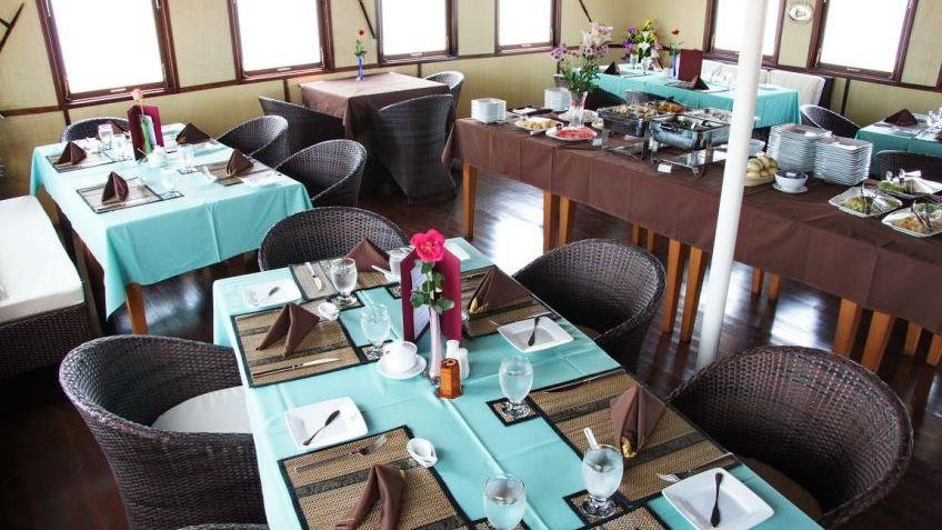 Rv Toum Tiou II Restaurant