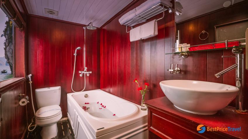 Honeymoon Suite Bathroom