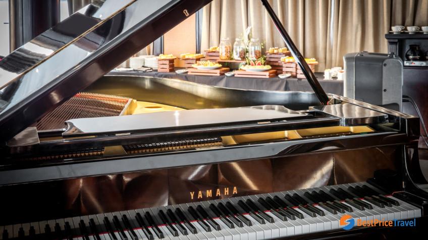 President Cruises Piano Lounge 4