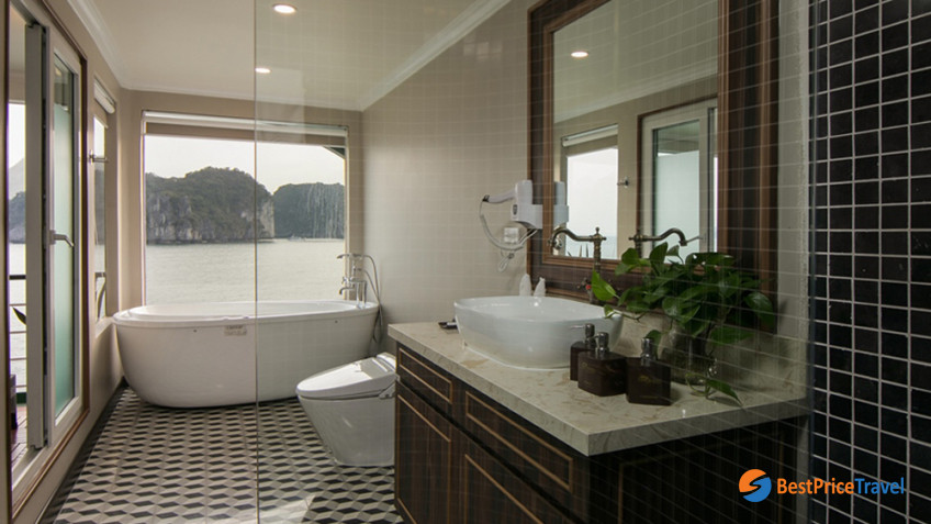 King Terrace Suite Bathroom