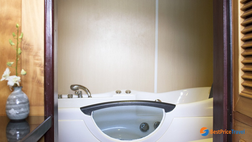 Suite Jacuzi Tub