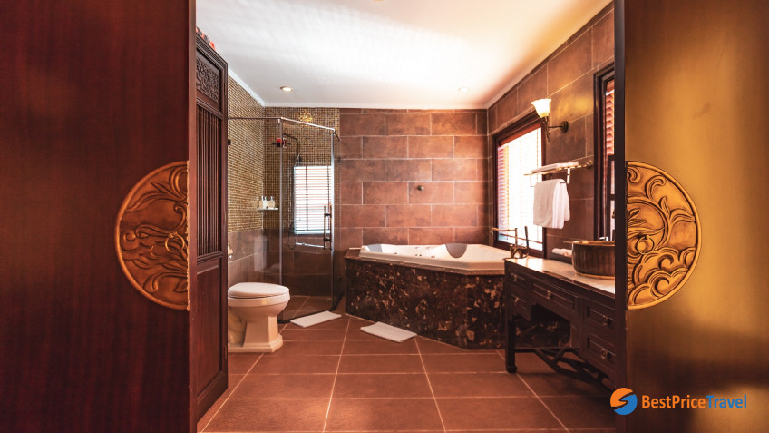 Imperial Suite Bathroom 2