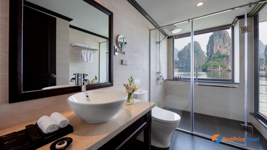 Ocean Suite Balcony Bathroom