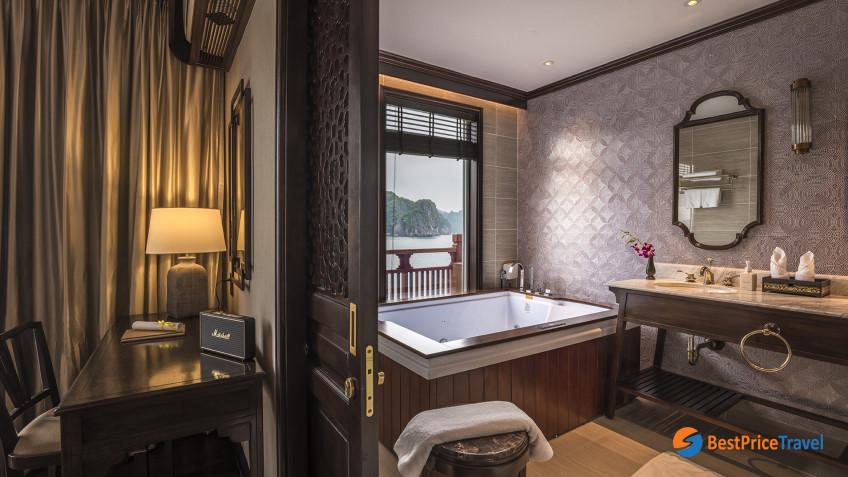 Heritage Line Lan Ha Bay Ylang Regency Suite Bathroom