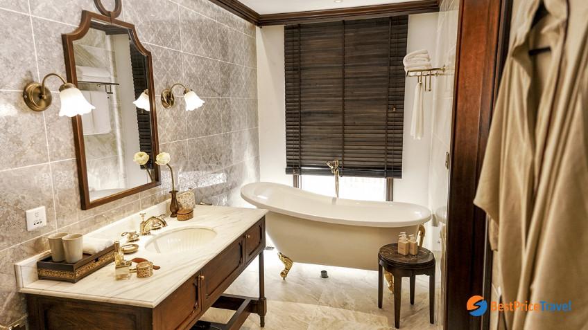 Heritage Line Lan Ha Bay Ylang Signature Suite Bathroom