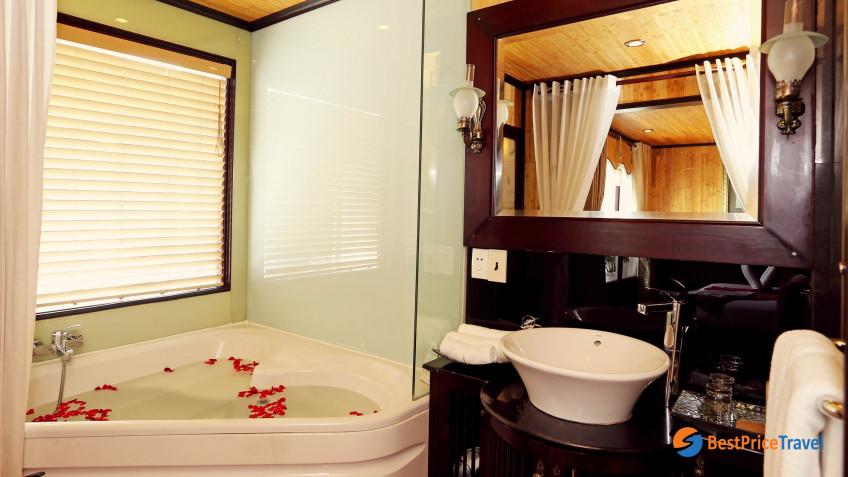 Heritage Line Halong Bay Jasmine Junior Suite Bathroom