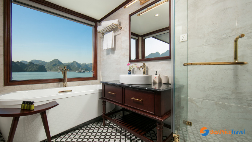 Ocean Delta Suite  Bathroom