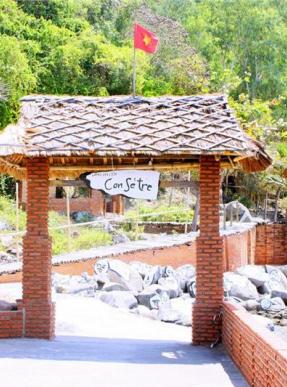 Con Se Tre Village