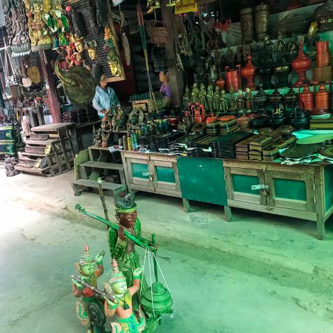Nyuang Oo Market
