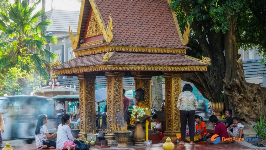 Preah Ang Check - Preah Ang Chom Shrines