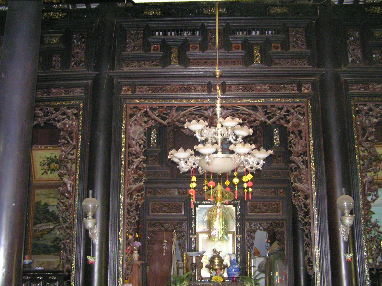 ... and inside Huynh Thuy Le Ancient House