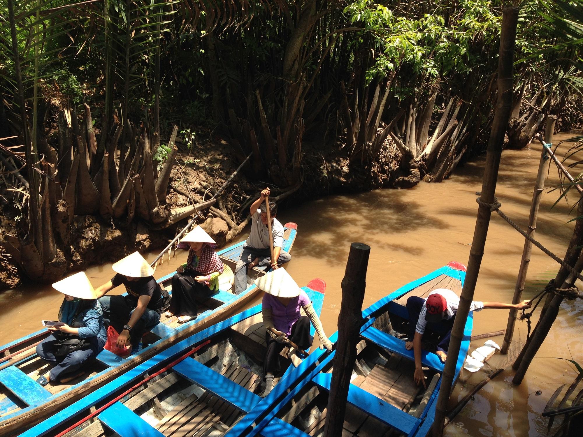 Enjoy Mekong delta boat trip Vietnam