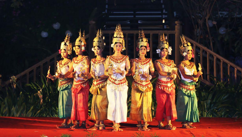 Apsara dance performance while having dinner at many restaurants