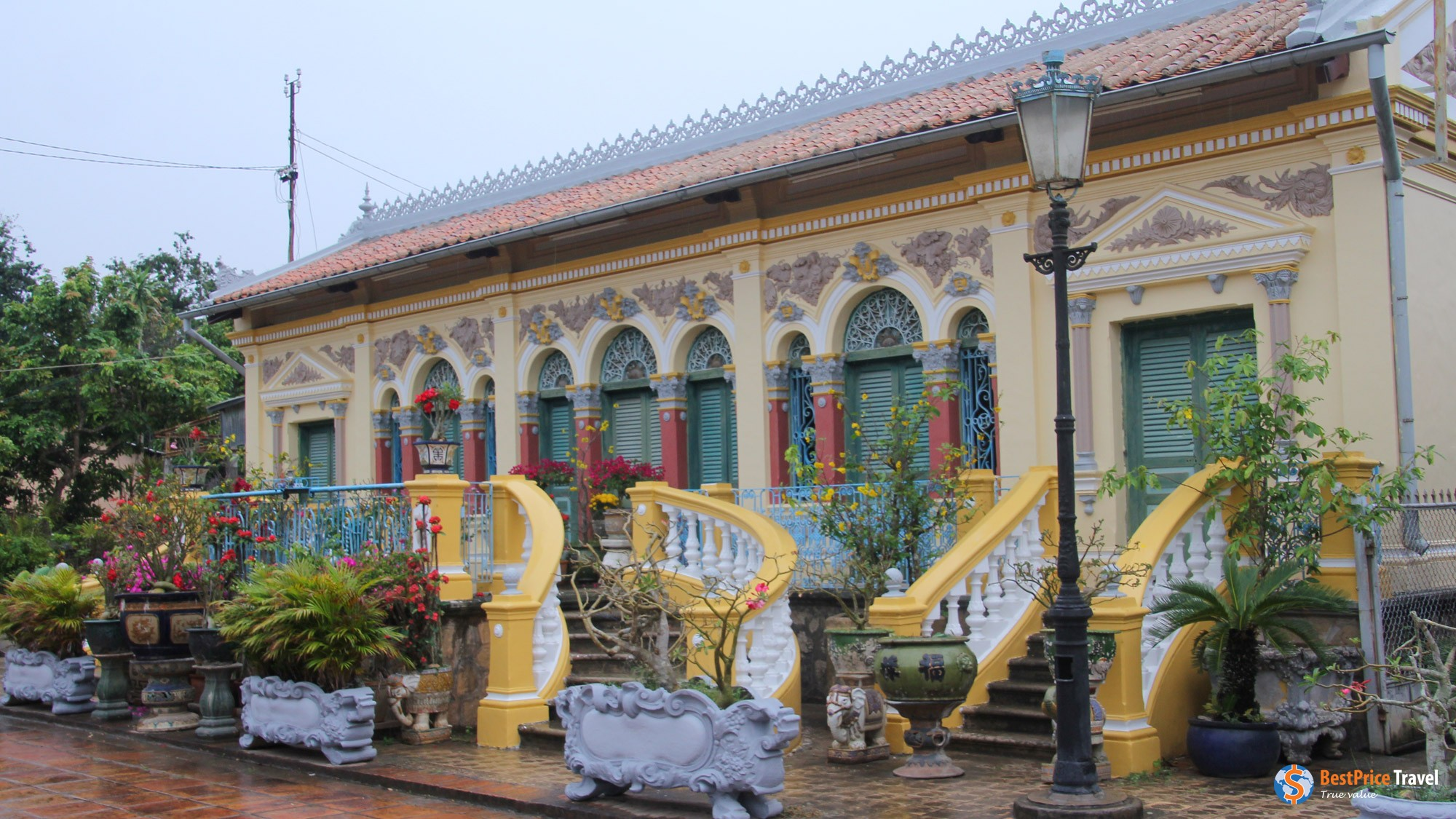Binh Thuy ancient house from outside