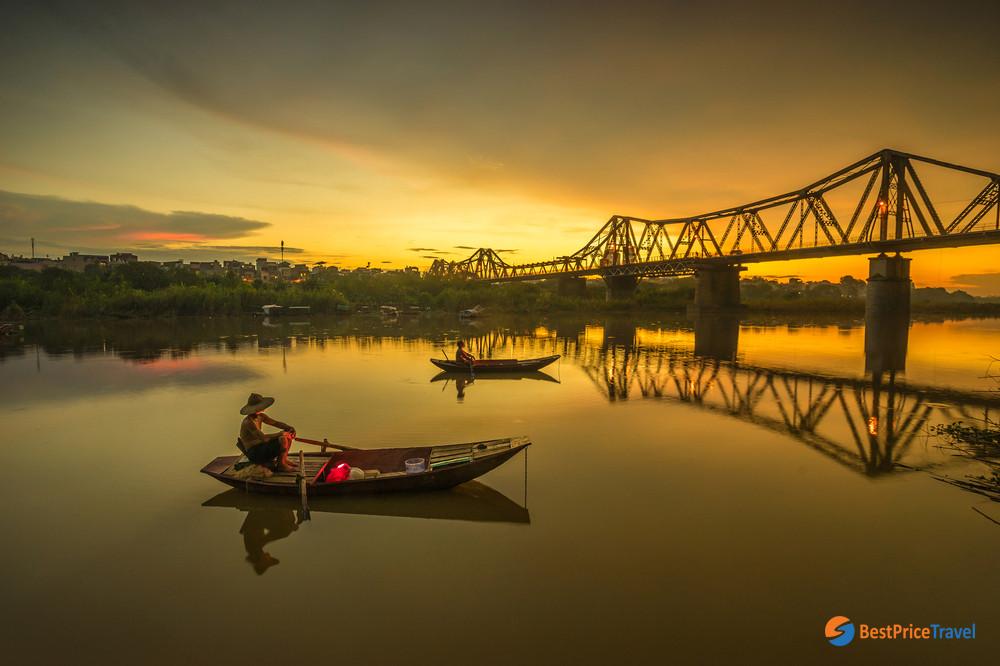 Dawn at Long Bien Bridge