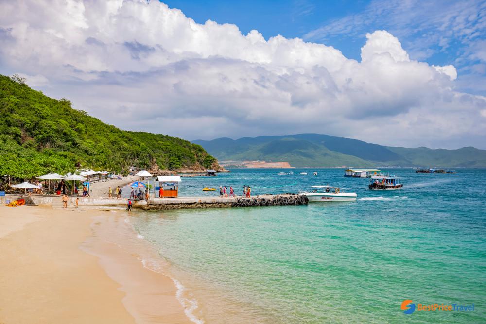 Bai Tranh Beach in Hon Mieu