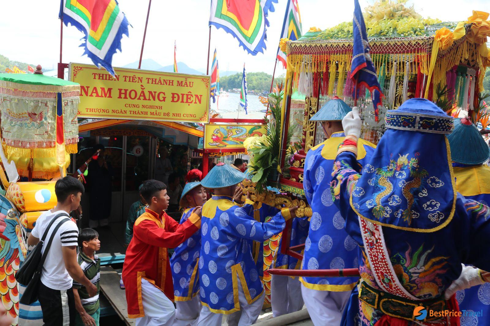 Festival in Thu Le Temple