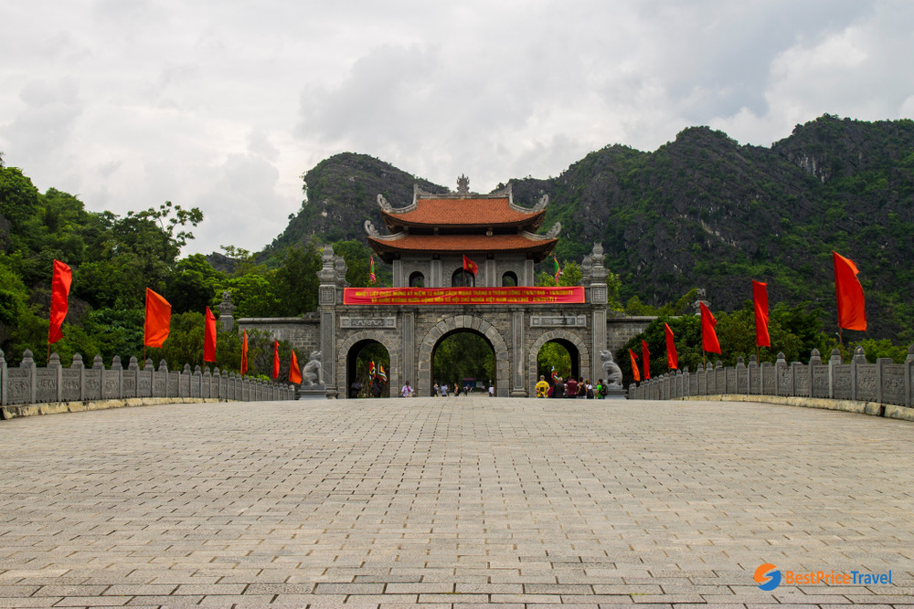 Main Gate to Hoa Lu