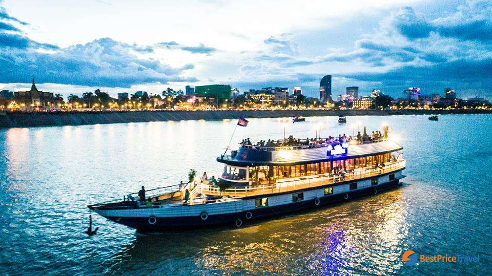 Cruise in Chatomok River