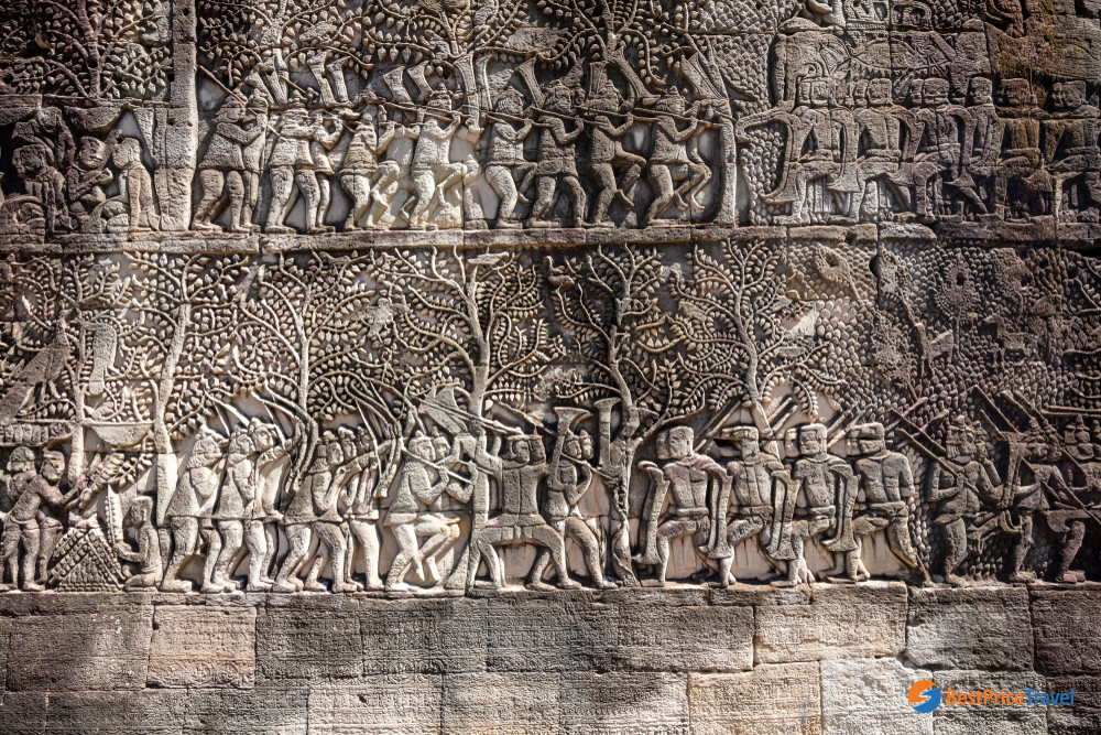 Bas reliefs depict the battles between Khmers and the Chams