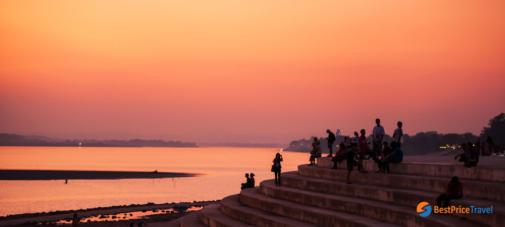The mesmerizing sunset over the Mekong river