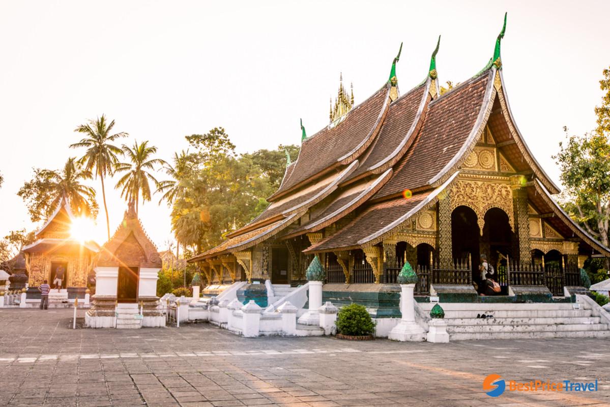 Stunning Buddhist architecture of Wat Xieng Thong
