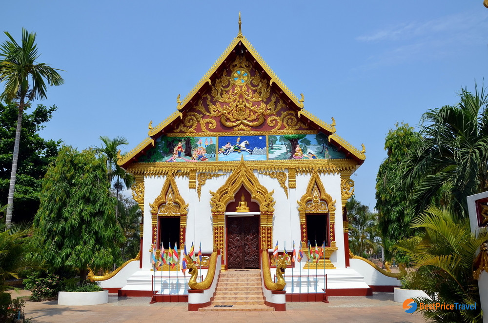 The main entrance of Wat Luang Temple