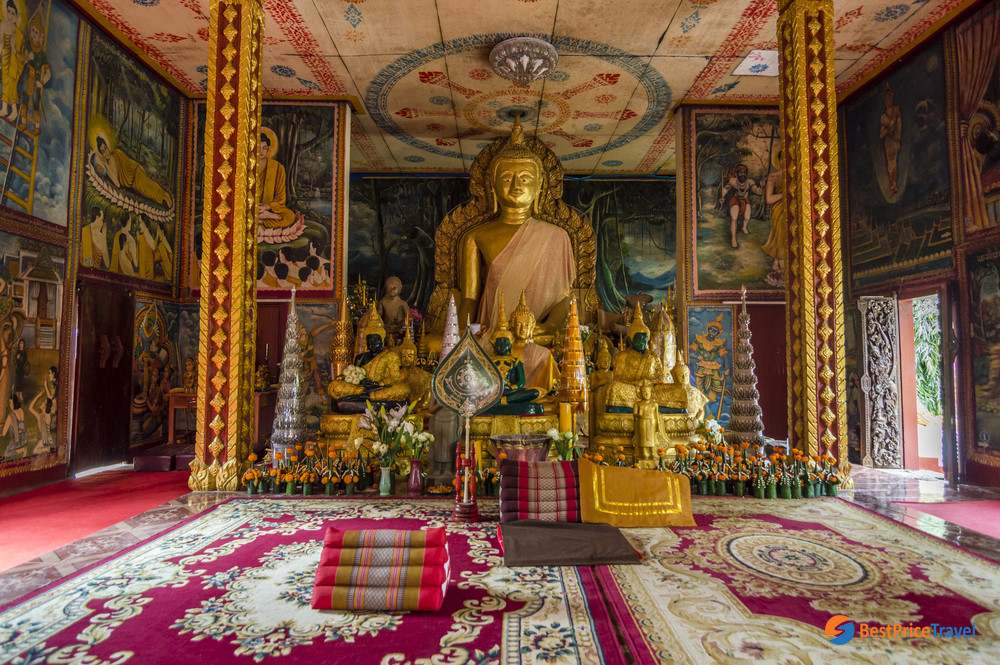 The congregation hall in Wat Luang