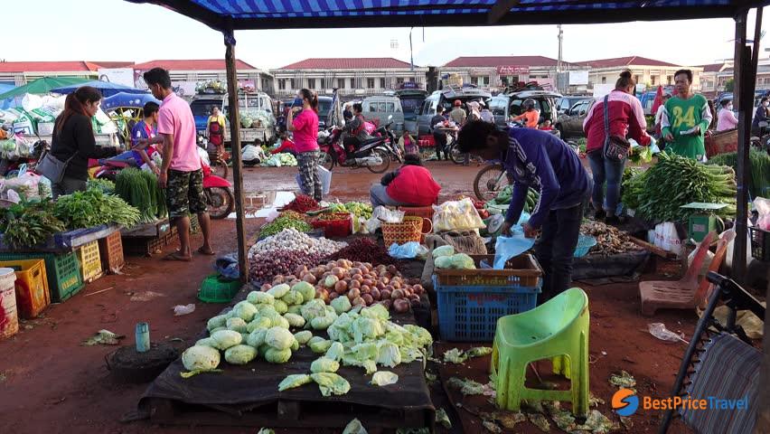 Dao Heuang morning market