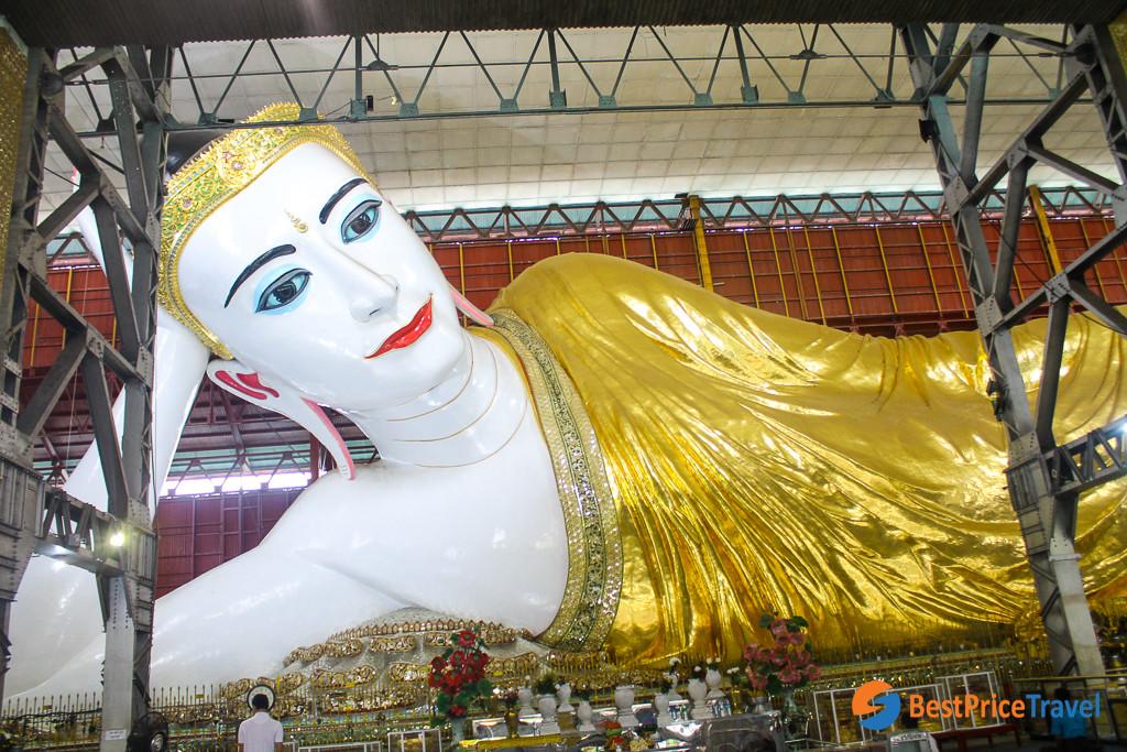 lying statue in Chaukhtatgyi Buddha
