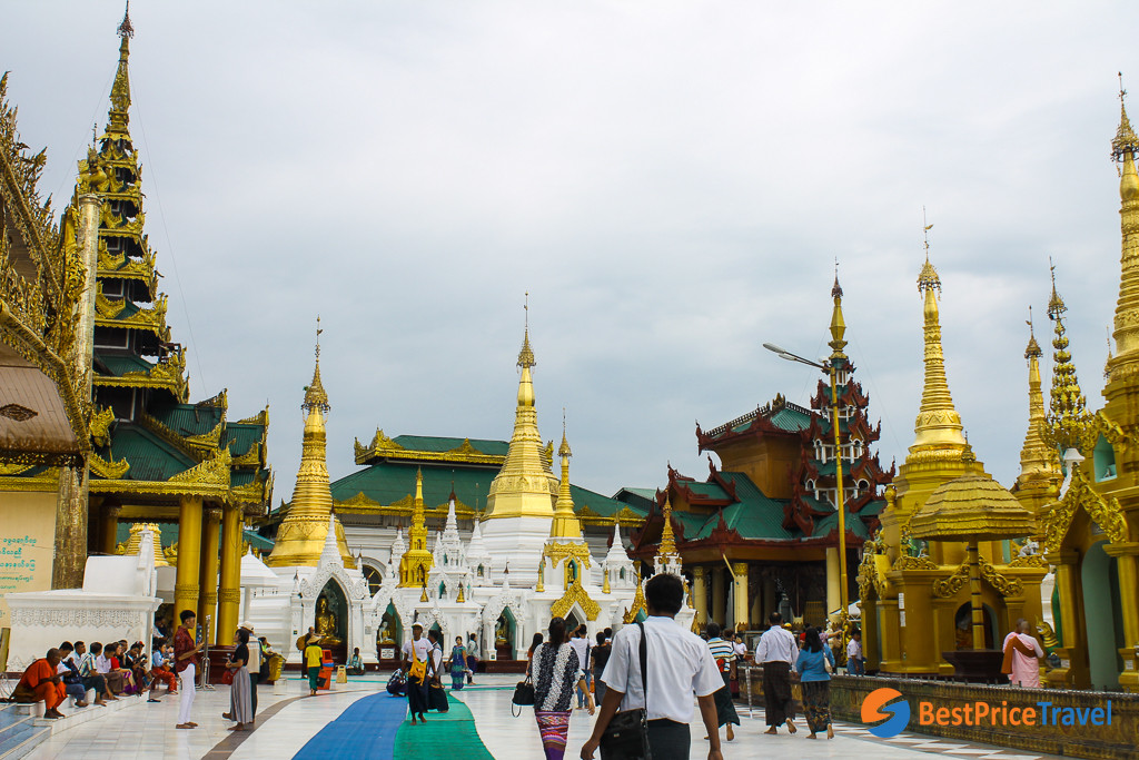 Wandering around the Shwedagon Pagoda