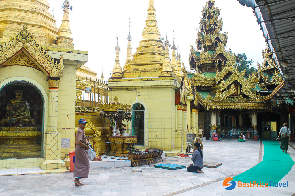 People are praying at the pagoda